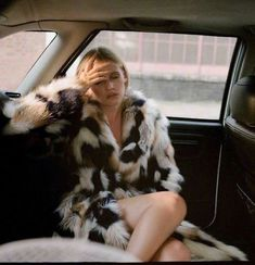 Fashion Week, Look Fashion, Fur Fashion, Just Over The Top, Fur Coat Outfit, Heroin Chic, Fashion Gone Rouge, Foto Casual, Old Money