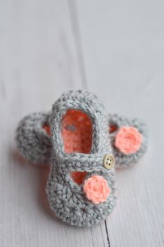 Free Crochet Pattern - Two-Toned Little Dot Mary Janes   Make these classic booties with an extra pop of color. Pattern by Whistle and Ivy