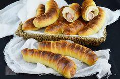 Melcisori cu nuca - CAIETUL CU RETETE Hot Dog Buns, Hot Dogs, Prosciutto, Bread, Food, Deserts, Brot, Essen, Baking
