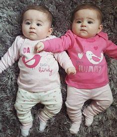 Cute Baby Twins, Twin Baby Girls, Cute Little Baby, Twin Babies, Baby Kind, Little Babies, Baby Love, Cute Funny Baby Videos, Cute Funny Babies