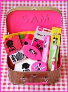 Cute Presents, Just Love, Babyshower, Gifts For Kids, Baby Gifts, Lunch Box, Neon, Birthday, Creative