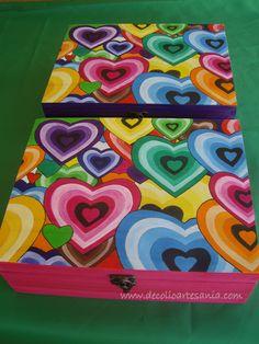 Caja joyero de madera, con separadores interiores, pirograbada, pintada a mano y…