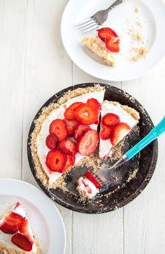 Strawberry-Mascarpone-Yogurt-Pie | dessertfortwo.com