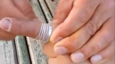 Video: Removing a Jammed Finger Ring With Dental Floss - A Funny Video on KillSomeTime