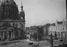 c1919.. Blick vom Schloss ueber die Kaiser-Wilhelm-Bruecke nach Norden Richtung Dom und Boerse.. Burgstraße