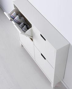 Bespaar plaats met een handige kast waar je schoenen in kan opbergen.