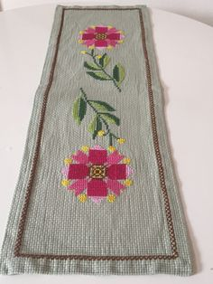 Vintage Swedish table topper with large embroidered flower // Spring Summer colors // Scandinavian 60s linen // Mid century modern linen