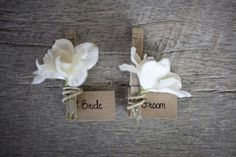 We love white simple wedding flowers