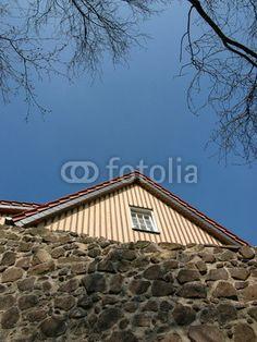 Giebel eines Wohnhaus hinter der alten Burgmauer der Burg Gleiberg in Wettenberg Krofdorf-Gleiberg im Landkreis Gießen in Hessen Photos, Hessen, Homes, House, Photo Illustration