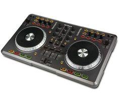 Numark Controleur Mixtrack. Associé au logiciel Native Instruments TRAKTOR LE, le contrôleur Mixtrack de Numark est l'interface rêvée des DJ pour le mixage sur ordinateur. #pixmania #soldes