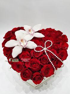 Srce sa crvenim ružama Flower Box Gift, Flower Boxes, Beautiful Flowers Wallpapers, Beautiful Roses, Valentines Flowers, Valentine Gifts, Flower Images Hd, Flower Arrangements Simple, Red Rose Bouquet