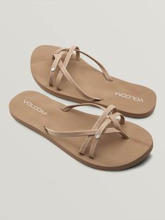 Live the beach life on and off the sand. The Look Out Beach sandals feature tan faux leather criss-cross straps, are truly softer with a thicker EVA footbed and arch support for True Comfort. Tan Sandals Outfit, Boho Sandals, Nude Sandals, Beach Sandals, Shoes Sandals, Trendy Sandals, Simple Sandals, Heels, Snowboarding Outfit