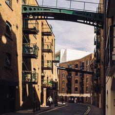 London : Bridges  . . Another of my favourite streets in our wonderful city. . . . #neilvslondon #LondonDecanted #loves_london_ #LondonDisclosure #London_Enthusiast #mydarlinglondon #igerslondon #shutup_london #thisislondon #timeoutlondon #toplondonphoto #visitlondon #wundrouslondon #london4all #thelondonlifeinc #LondonGuru #MySecretLondon #Metropolis_London #super_holland #huffpostgram #hq_uk #just_FEATURES #bestcitybreaks #travelanddestinations #ldn4all_8oclock