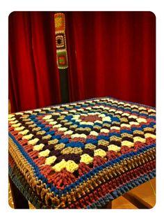 Taburet amb granny#granny square#decoración hogar#lamamalesven