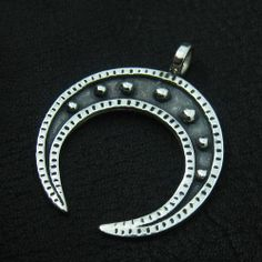 Kram Sulika - Poland - Slavic Jewellery: reconstruction of a lunula pendant from Daniłowo Małe (Rus, nowadays Poland)