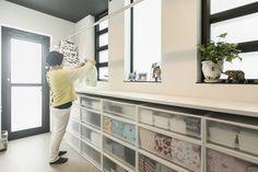 縁が奏でる家 | 福岡の女性住空間デザイナーが提案する注文住宅 Muji Home, Asian Interior, Laundry Room Storage, Washroom, Powder Room, New Homes, House Design, Living Room, Architecture