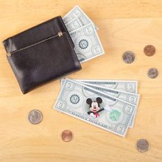 Mickey Mouse Daddy Dollars-Print out the Daddy Dollars on regular paper or cardstock and cut them out. Cut out the list of how much Daddy Dollars are worth, or make up your own list! Disneyland Trip, Disney Vacations, Disney Family, Disney Love, Kids Rewards, Fathers Day Crafts, House Mouse, Miniature Crafts, Disney Crafts