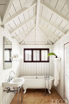 25 White Bathrooms That Will Instantly Make You Feel Serene