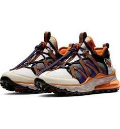 Named for a fish that can breathe both in the water and on land, the Nike Air Max 270 Bowfin Men's Shoe epitomizes versatility by combining elements of trail shoes and water moccasins. Mens Nike Air, Nike Men, Nike Air Max, Zapatillas Nike Air, Trail Shoes, Air Max 270, Sports Equipment, Sport Outfits, Moccasins