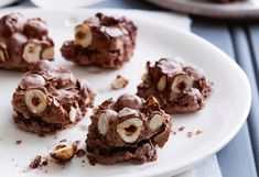 Chocolate hazelnut cracker with cinnamon