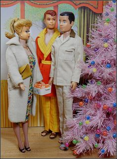 "Barbie, Ken, and Allan gather at the Christmas Tree.I call this ""Ken Comes Out"" Barbie. Barbie Und Ken, Play Barbie, Barbie I, Vintage Barbie Dolls, Barbie World, Barbie Clothes, Barbie Stuff, Barbie Dream, Barbie Diorama"