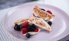Mixed Berry Gyozas Cheese Dessert, Granny Smith, Mixed Berries, Almond Recipes, Dessert Recipes, Desserts, Yummy Food, Sweets, Season 8