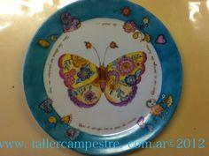 Plato de torta pintado por MAría Rosa B. con calcos de contorno de Magia Pura. www.tallercampestre.com.ar