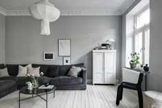 I like this connected dining and living room, each painted in a different shade of grey and decorated with grey, black and white furniture, accessories and green plants. Living Room Decor, Living Spaces, Black And White Furniture, Lovely Apartments, Gravity Home, Beautiful Interior Design, Striped Wallpaper, White Rooms, Living Room Inspiration