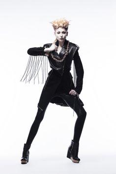 【画像 6/7】資生堂新社屋で原田忠とアラーキーの展覧会 ジョジョ作品など美を提案 | Fashionsnap.com