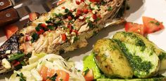 Macrou marinat la gratar cu salata de rosii si fenicul. Avocado Toast, Pesto, Seafood, Breakfast, Salads, Sea Food, Morning Coffee, Morning Breakfast, Seafood Dishes