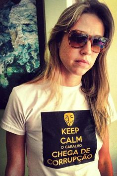 Luana Piovani exibe camiseta personalizada para #protesto
