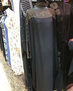 Image may contain: people standing Hijab Style Dress, Hijab Outfit, Simple Abaya Designs, Abaya Fashion, Fashion Outfits, Caftan Dress, Kaftan, Moslem Fashion, Mode Abaya