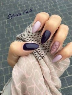 Snatching Nail Designs You Have To Try In 2018 Almond nails in shades of purple and lilac with a glittery accent nail by Sylvia Krol.Almond nails in shades of purple and lilac with a glittery accent nail by Sylvia Krol. Hair And Nails, My Nails, Nails Today, Polish Nails, Nail Polish Trends, Nice Nails, Plum Nails, Purple Nails, Dark Color Nails