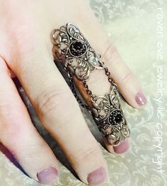 The Raven Armor Ring Knuckle Ring with Jet por ravenevejewelry