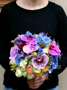 Buchet multicolor – Flowers of Soul Beautiful Flower Designs, Most Beautiful Flowers, Clematis, Nasa, Flower Arrangements, Wedding, Inspiration, Valentines Day Weddings, Biblical Inspiration