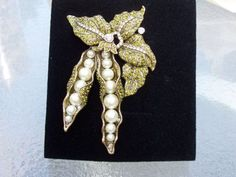 NEW-HEIDI-DAUS-034-PEAS-PLEASE-034-SIMULATED-PEARL-AND-CRYSTAL-PIN