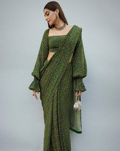 Dress Indian Style, Indian Fashion Dresses, Indian Designer Outfits, Indian Wear, Saree Styles, Blouse Styles, Indian Bridal Outfits, Mehendi Outfits, Vetement Fashion
