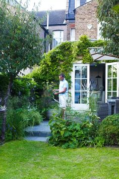"A gardener's design for the ""typical London garden"" of his family home - Pergola Ideas Diy Pergola, Building A Pergola, Outdoor Pergola, Pergola Shade, Pergola Kits, Retractable Pergola, Pergola Carport, Outdoor Spaces, Back Gardens"