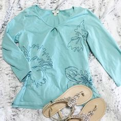 Mint Top Great condition. Open circle in front. Mint color. 3/4 length. J. Jill Tops