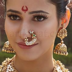 Traditional marathi nose ring and 'jhumka' earrings. India Jewelry, Temple Jewellery, Gold Jewellery, Jewellery Earrings, Gold Earrings, Nath Nose Ring, Nose Rings, Nose Stud, Nose Ring Designs