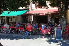 A busy al fresco lunch at Rouge in the shade under the Tilleul trees.