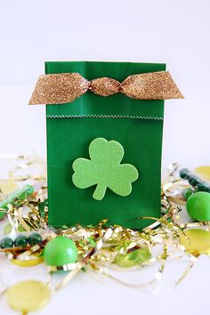 St. Patrick's day treat bags! fun green bags with a touch of gold!