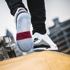 Der White Cement Jordan 3 kommt am Mittwoch. Gefällt mir deutlich besser als der schwarze   #nike #airjordan #airjordan1 #jordan #follow4follow #TagsForLikes #photooftheday #fashion #style #stylish #ootd #outfitoftheday #lookoftheday #fashiongram #shoes #kicks #sneakerheads #solecollector #soleonfire #nicekicks