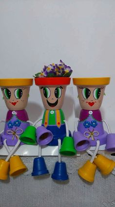 Clay Pot People, Painted Plant Pots, Outside Patio, Clay Pot Crafts, Terracotta Pots, Clay Pots, Yard Art, Potted Plants, Dream Catcher