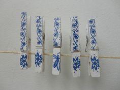 Tazas & Cuentos: Adornando broches de ropa...... Decorating clothespins