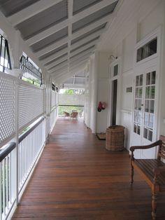 love this veranda front deck house front front verandah house with land Front Porch Railings, Front Verandah, Front Porch Design, Porch Privacy, Front Deck, Privacy Screens, Roof Design, House Design, Edwardian Haus