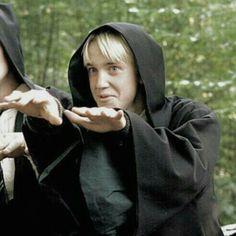 Draco x Harry Forever Draco Harry Potter, Harry Potter Icons, Mundo Harry Potter, Draco And Hermione, Harry Potter Tumblr, Harry Potter Characters, Harry Potter Universal, Harry Potter World, Hermione Granger