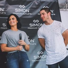 Demi Lovato And Nick Jonas Send Fans On A Scavenger Hunt To Fill Concert Seats - http://oceanup.com/2016/07/30/demi-lovato-and-nick-jonas-send-fans-on-a-scavenger-hunt-to-fill-concert-seats/
