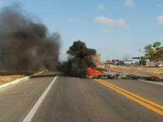 Protesto de caminhoneiros bloqueia rodovias pelo país - http://acidadedeitapira.com.br/2015/11/09/protesto-de-caminhoneiros-bloqueia-rodovias-pelo-pais/