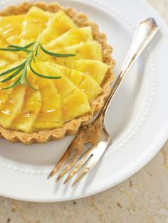 Packed with flavor from pineapple, ginger and rosemary, this tartlet is a refreshing dessert any guest will love. Get the recipe>>